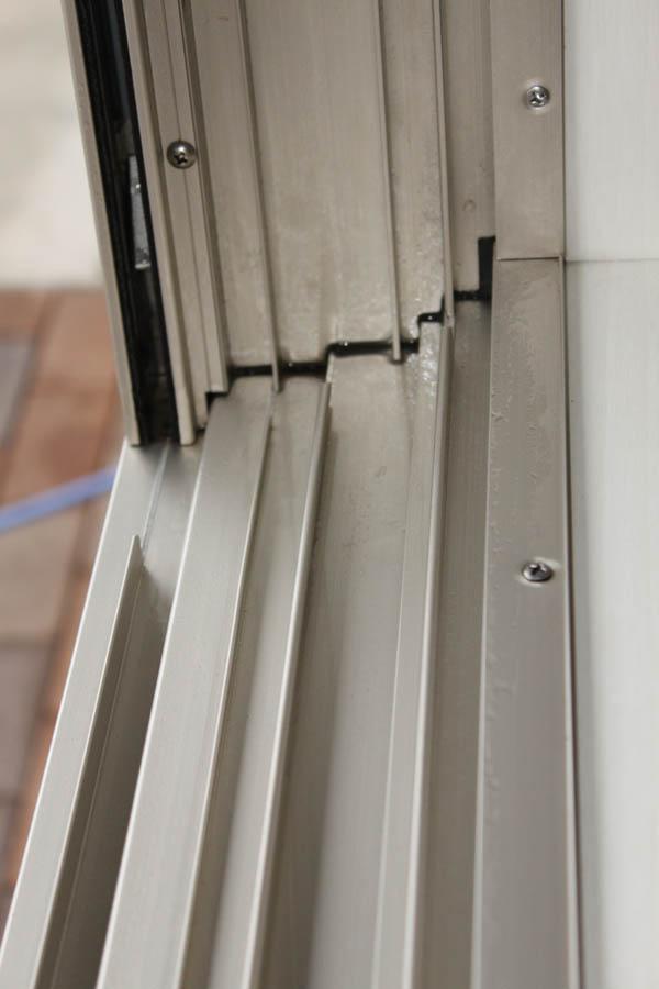 細かな作業が必要な窓サッシもこんなにキレイになりました